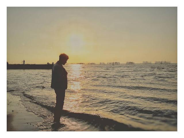 sunset di pantai maron