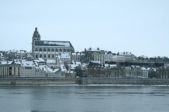 Cathédrale Saint-Louis vue côté vienne. (Neige Blois 05 février 2012)
