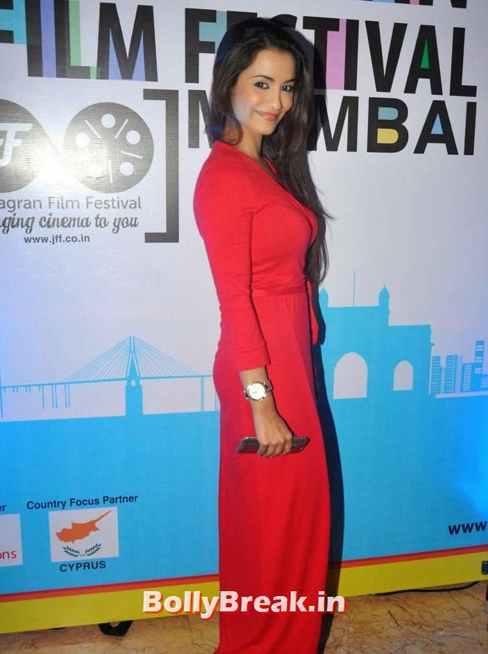 Tia Bajpai, 5th Jagran Film Festival Red Carpet Pics