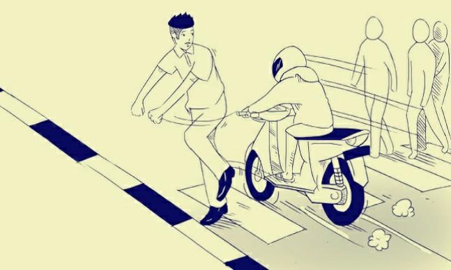"Indikatormalang.com - Para ibu-ibu mungkin tidak menyangka keriangan dan semangatnya menyambut perayaan Hari Kemerdekaan RI ke 72 harus berahir tragis dan dramatis. Semangat latihanbaris-berbarisberubah menjadi jerit histeris dan isak tangis. Hal tersebut dialami oleh ibu-ibu yang sedang latihanbaris-berbarispersiapan Agustusan, Jumat (11/8/17).  Sebuah sepeda motor jenis matic yang dikendarai oleh Misman (50) warga Dusun Cendol, Desa Ngadirejo, Kromengan, Kabupaten Malang, tiba-tiba menabrak ibu-ibu yang sedang latihanbaris-berbaris. Akibat kejadian tersebut, seorang ibu meninggal dunia dan tiga lainnya mengalami luka-luka.   Akibat luka serius di kepalanya seorang korban atas nama Sriani (54), meninggal dunia saat menjalani perawatan di RSUD Kanjuruhan Kepanjen. Sementara korban lainnya atas nama Jumiatun (42) mengalami patah tulang kaki, Elli (40) mengalami luka lecet dan Sungatri (32) mengalami luka di kepala dirawat. Ketiganya dirwat di rumah sakit Wava Husada Kepanjen.  ""Korban luka-luka masih dirawat. Sedangkan untuk kendaraan sepeda motor sudah kami amankan sebagai barang bukti. Kasusnya masih kami selidiki dengan meminta keterangan saksi-saksi,"" terang Kaposlaka Sumberpucung, Aiptu Samsi Dhuka via Jawapos kemaren.  Berdasarkan keterangan beberapa saksi dilapangan, peristiwa terjadi malam hari sekitar pukul 19.30. Saat itu keempat korban bersama dengan ibu-ibu yang berjumlah sekitar 25 orang, melakukan latihan baris berbaris di jalan raya. Rencananya para ibu-ibu tersebut akan mengikuti lomba baris berbaris di desanya.  Saat latihan sedang berjalan tiba-tiba ada sebuah sepeda motor melaju dari arah selatan ke utara dengan kecepatan sedang. Ketika tiba di lokasi dengan kondisi jalan yang menurun, pengendara kaget ketika melihat ada ibu-ibu latihan baris berbaris. Karena jarak cukup dekat dan pengendara tidak bisa menghindar akhirnya manabrak ibu-ibu dari arah belakang. Keempat korban terpental dan jatuh ke bahu jalan.   ""Pengendara motor tidak dalam kondisi b"