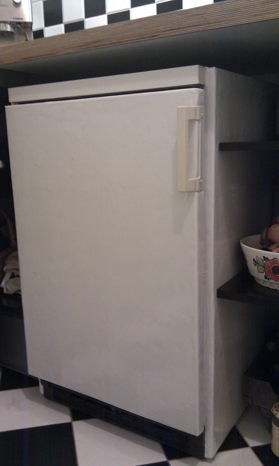 Make Your Old Fridge Green By Insulating It