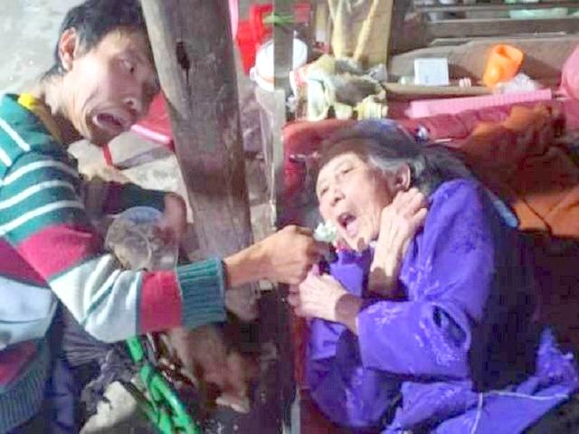 Hà Tĩnh: Hoàn cảnh đáng thương 'Mẹ liệt giường' được 'Con trai tật nguyền' chăm  sóc