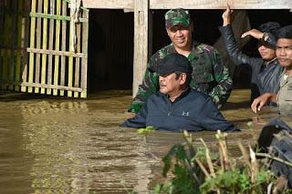 Ketika Bupati Kaswadi Kunjungi Korban Banjir