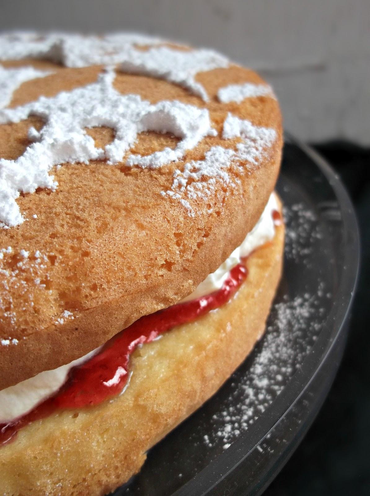 Lick The Spoon: 5 Minute Strawberry Cream Sponge Cake