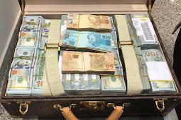 Receita e PF apreendem dólares com delegação da Guiné Equatorial