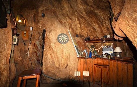 Baobá gigante virou bar - A maior árvore do mundo - Salão 1