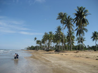 Keindahan Pasir Putih Pantai Pagatan Di Banjarmasin
