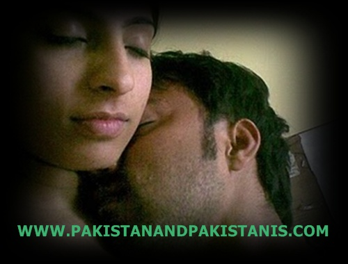 PAKISTAN IMAGES: PAKISTANI KISSING GIRLS