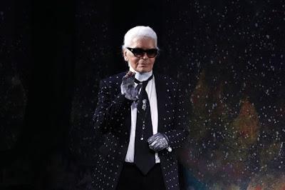 O estilista Karl Lagerfeld morre aos 85 anos em Paris, segundo relato da mídia francesa.