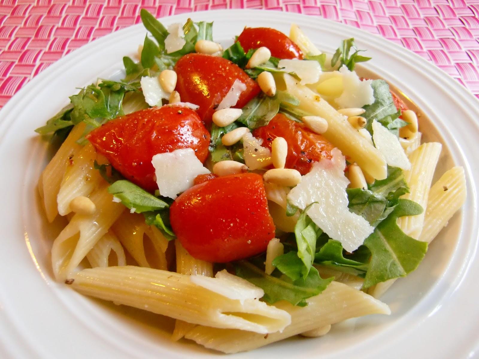 Rezept Penne mit Rucola, Tomaten und Pinienkernen