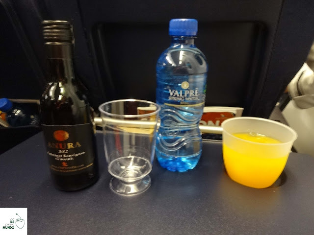 Bebidas servidas no jantar na South African Airways