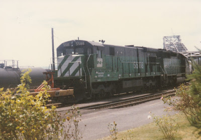Burlington Northern C30-7 #5588 in Vancouver, Washington, on July 13, 1997