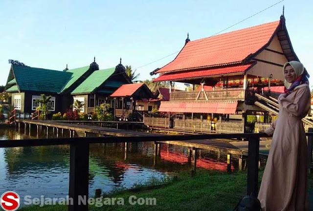 Gambar Rumah adat nuansa klasik Kalimantan Utara