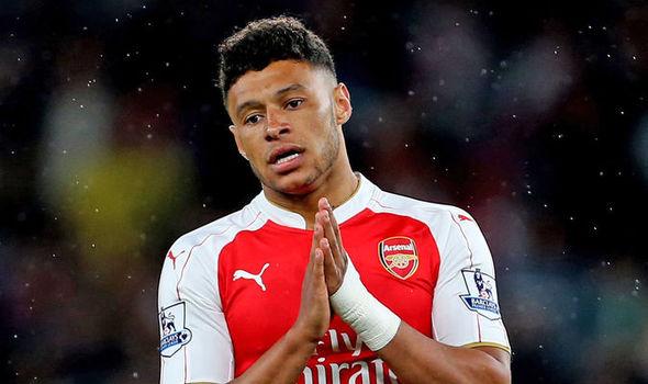 Chamberlain rời Arsenal
