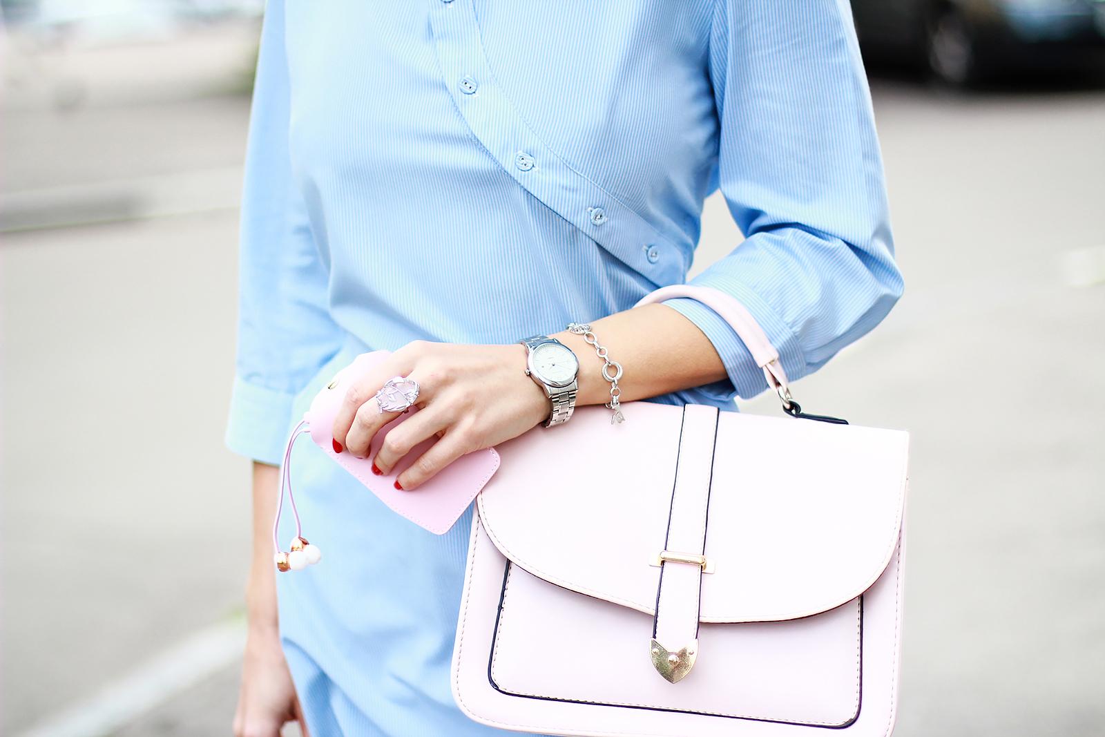 margarita_maslova_blue_shirt_dress_back_pink_pants_sudio