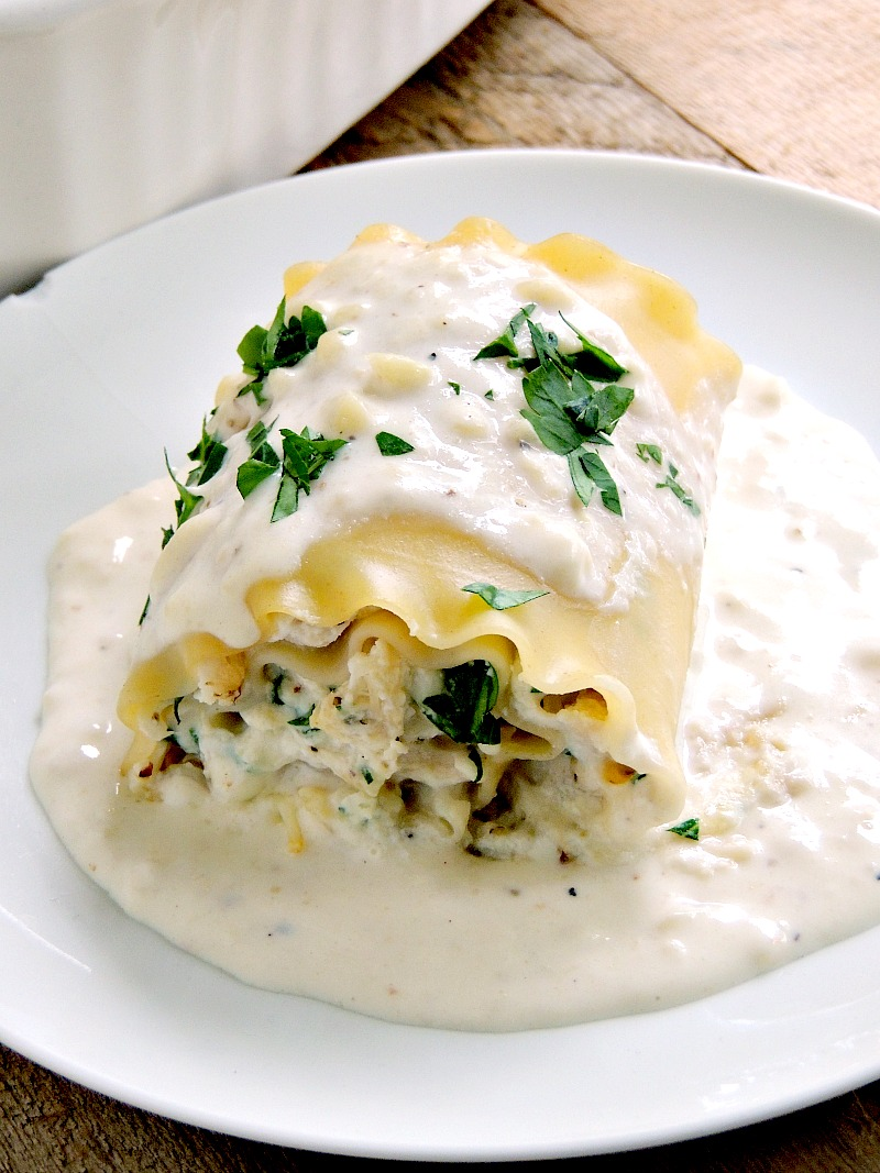 Chicken Alfredo Lasagna Rollups - combine two of your favorite dishes in one delicious package. From www.bobbiskozykitchen.com