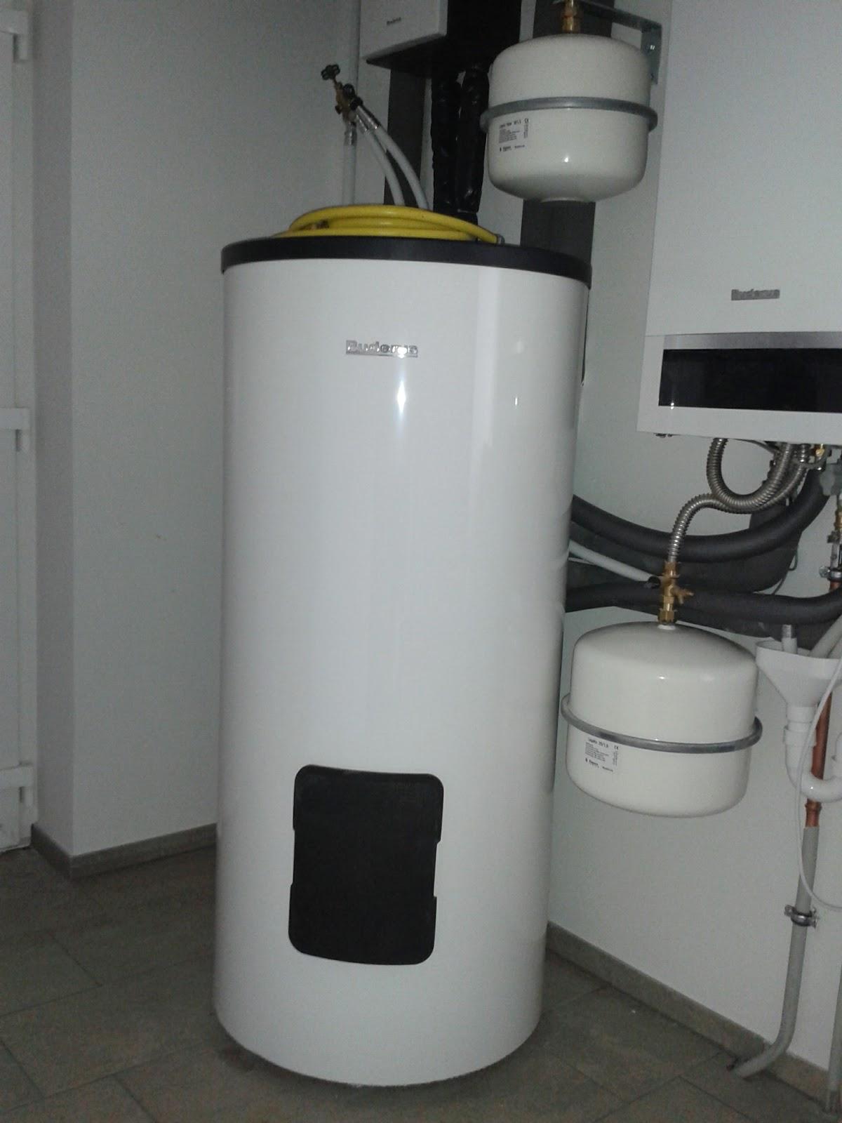 unser abenteuer hausbau 2013 2014 g ste wc h ngt und warmwasserspeicher steht. Black Bedroom Furniture Sets. Home Design Ideas
