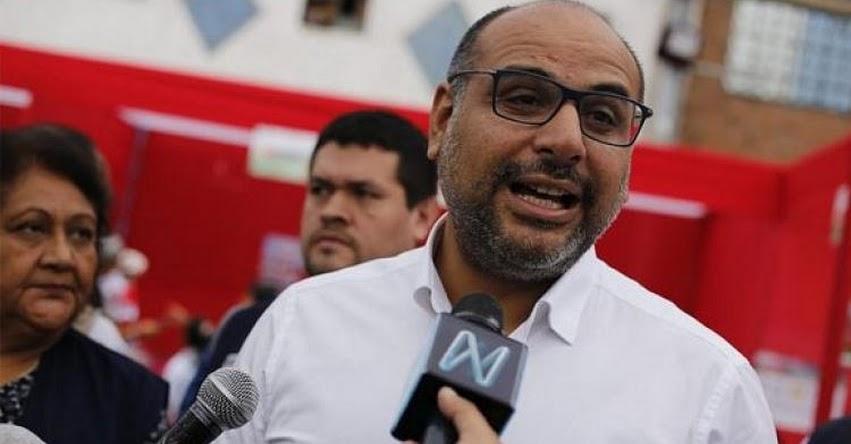 Ministro de Educación Daniel Alfaro espera reunirse con dirigentes, pero primero deben retornar a las aulas