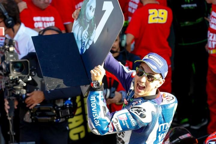 MotoGP Valencia 2016 : Lorenzo tak terbendung, Rossi dan Iannone duel sengit !