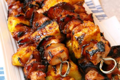 CHICKEN KABOBS WITH BACON AND PINEAPPLE