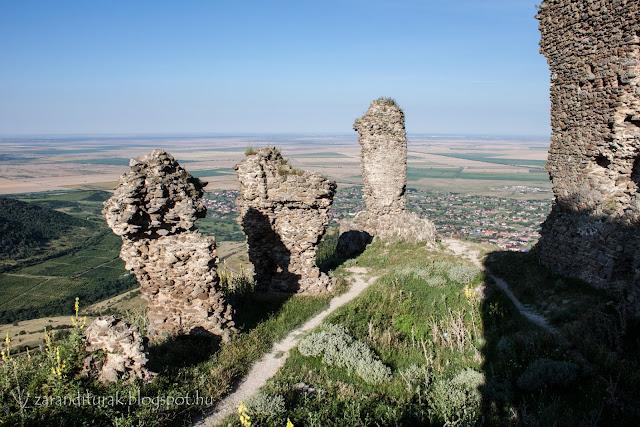Világos várának romos falai és az Alföldi kilátás
