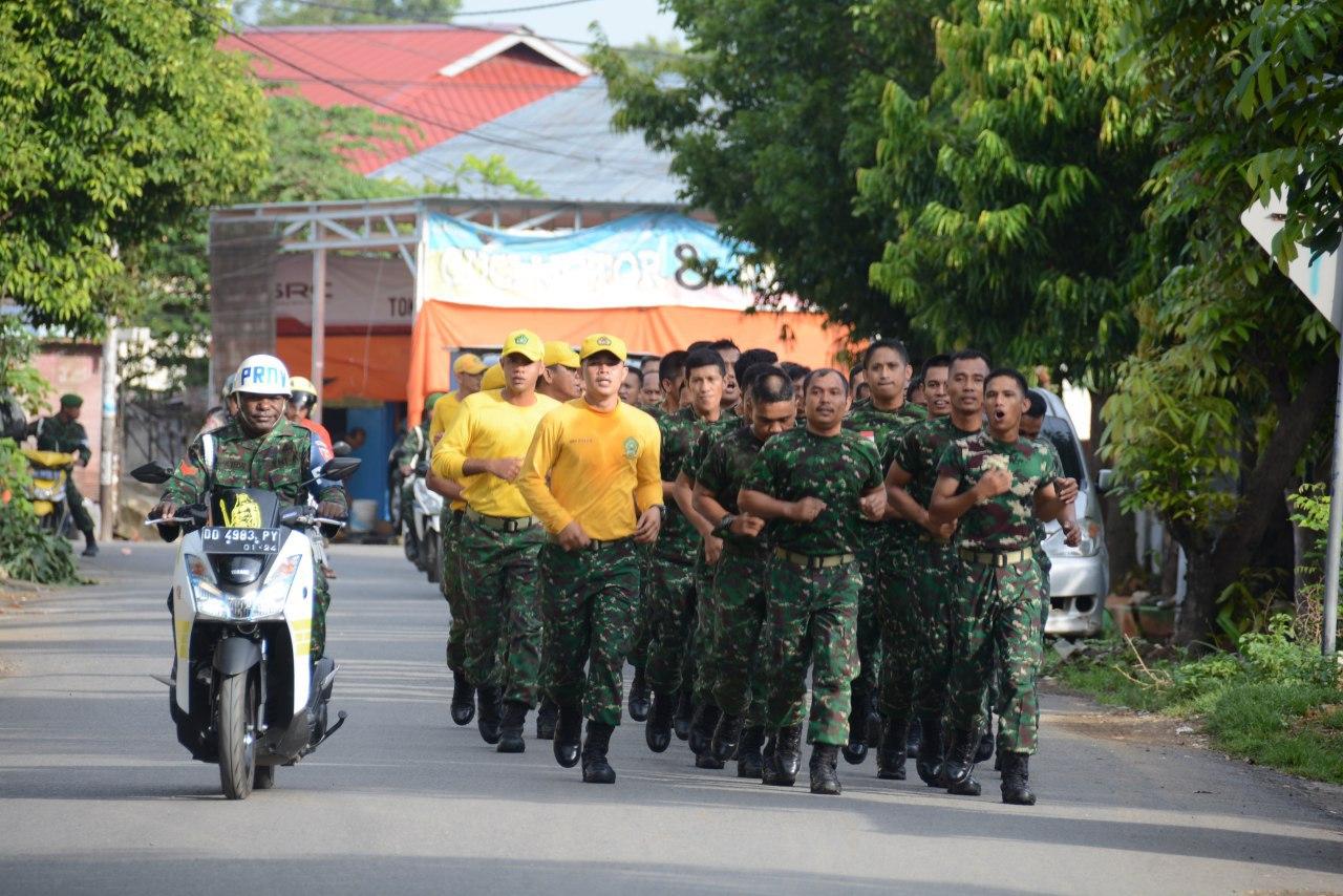Laksanakan Minggu Militer, Personel Korem dan Balak Rem 141/Tp Lari Jalan 5 Km