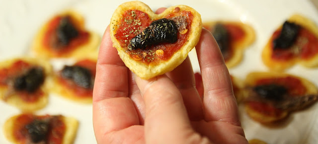 Heart-shaped spicy tomato tarts  organic gluten-free appetiser recipe