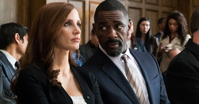 Molly Bloom (Jessica Chastain) et Charlie Jaffey (Idris Elba) dans Le Grand Jeu