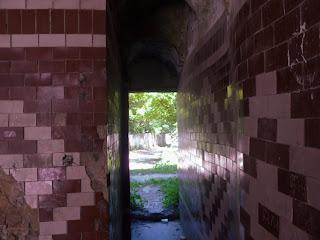 Клевань. Замок Чарторийських. Візерунки на середньовічних стінах