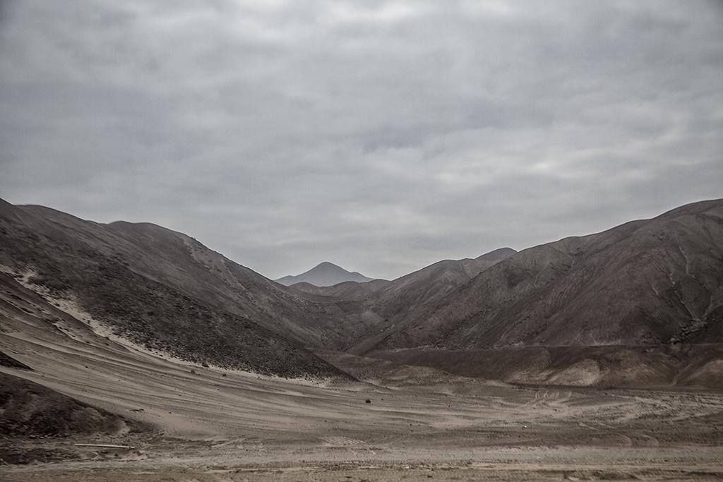 montañas y desierto peruano