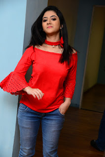 Shriya Sharma Stills At Nirmala Convent Movie Interview %2832%29.JPG