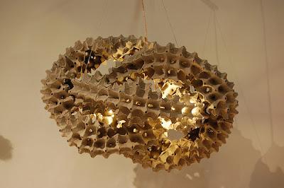 lampara hecha con cartón de huevo