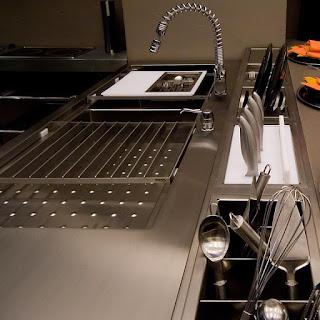 O inox brilhando nas cozinhas….