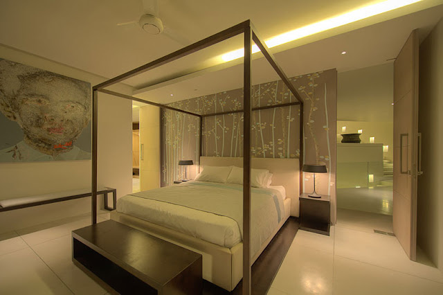 Picture of modern bedroom with large bed