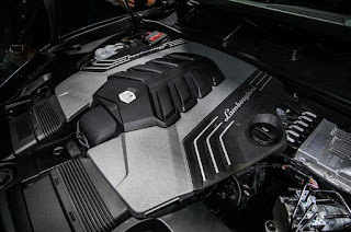 2019 Lamborghini Urus Black engine