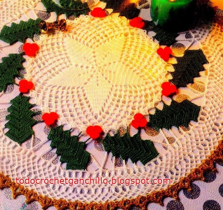 Carpeta circular tejida al crochet con detalle de muérdagos
