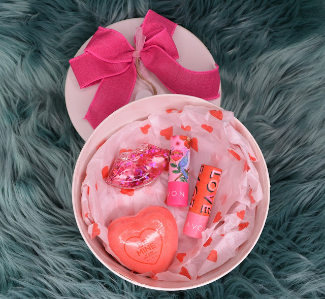 Avon | Love Is In The Air Gift Box