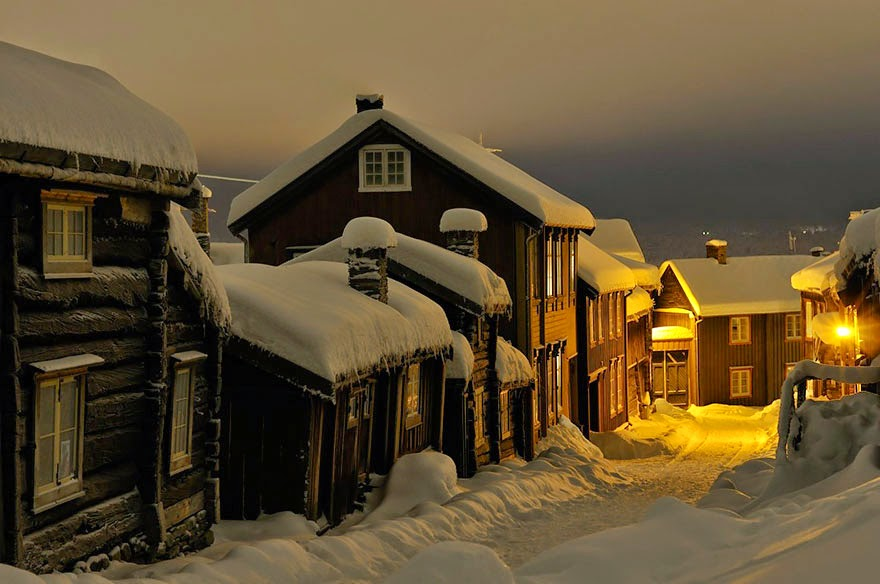 Røros Street - 23 Pictures Prove Why Norway Should Be Your Next Travel Destination