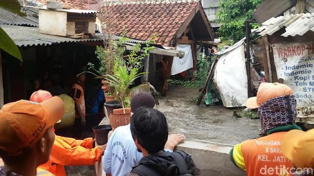 Jatipadang Kebanjiran Parah, Tanggul Jebol Padahal Sudah Dinamai 'Tanggul Baswedan', Nah Loh....