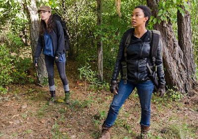 Rosita Espinosa (Christian Serratos) e Sasha (Sonequa Martin-Green) nell'episodio 14