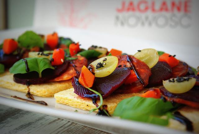 Tovago-zawsze wygodnie, pieczywo chrupkie Tovago,pieczywo jaglane,kasza jaglana,detoks,burak pieczony w folii,burak czerwony,kiełbasa po hiszpańsku,Tradycyjne Jadło,winogrona,glassa sojowa Ponti,bazylia