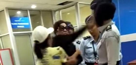 Video Viral: Istri Pejabat Menampar Petugas Bandara Sam Ratulangi Manado