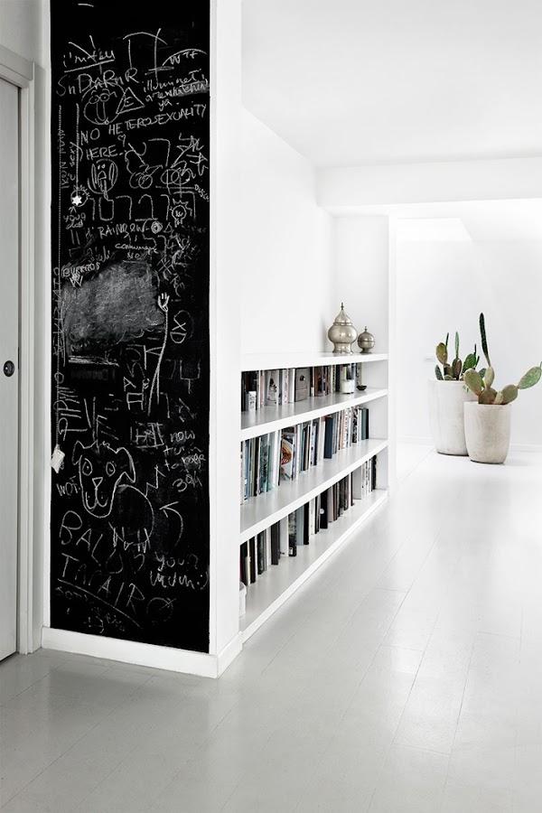 estanterias pared pizarra negra libros estilo nordico decoracion nordica alquimia deco interiorista barcelona