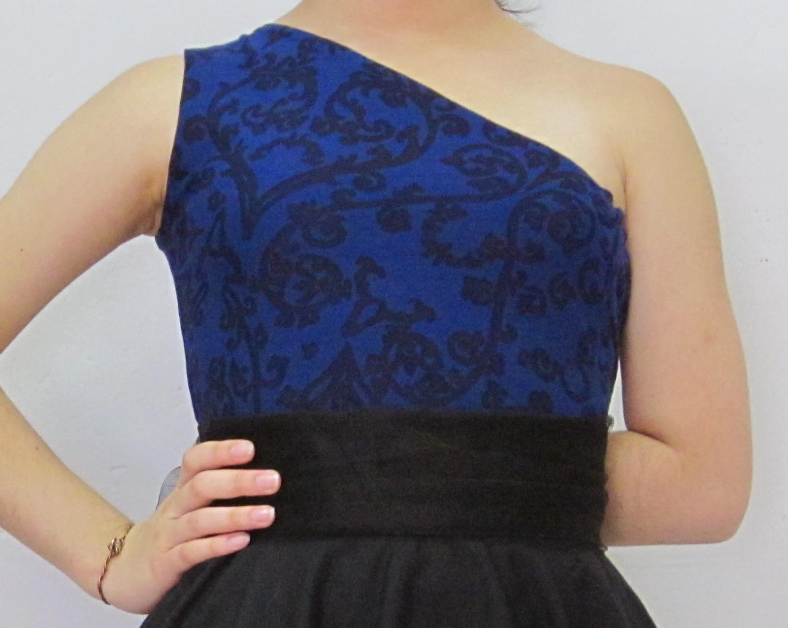 Blusa-asimétrica-un-hombro