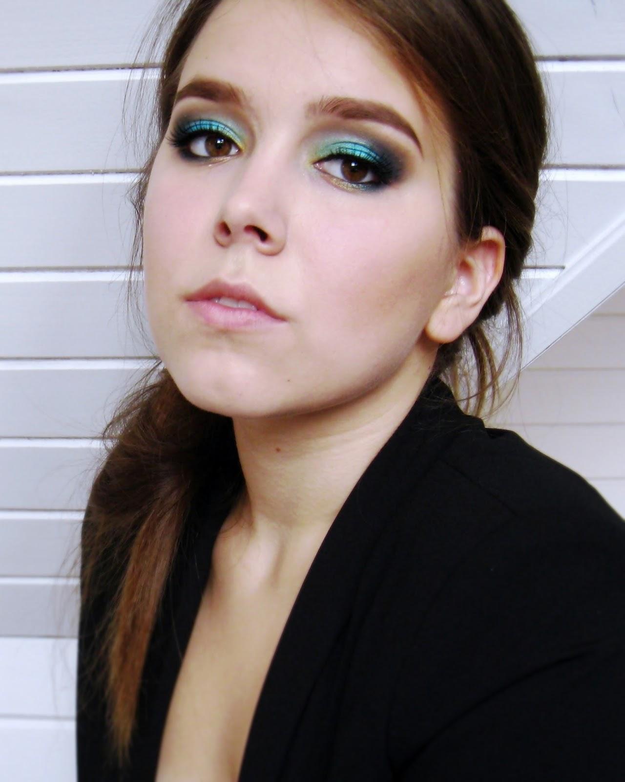 http://colorfulmadworld.blogspot.com/2014/08/make-up-trends-fallwinter-2014-2-metalic.html