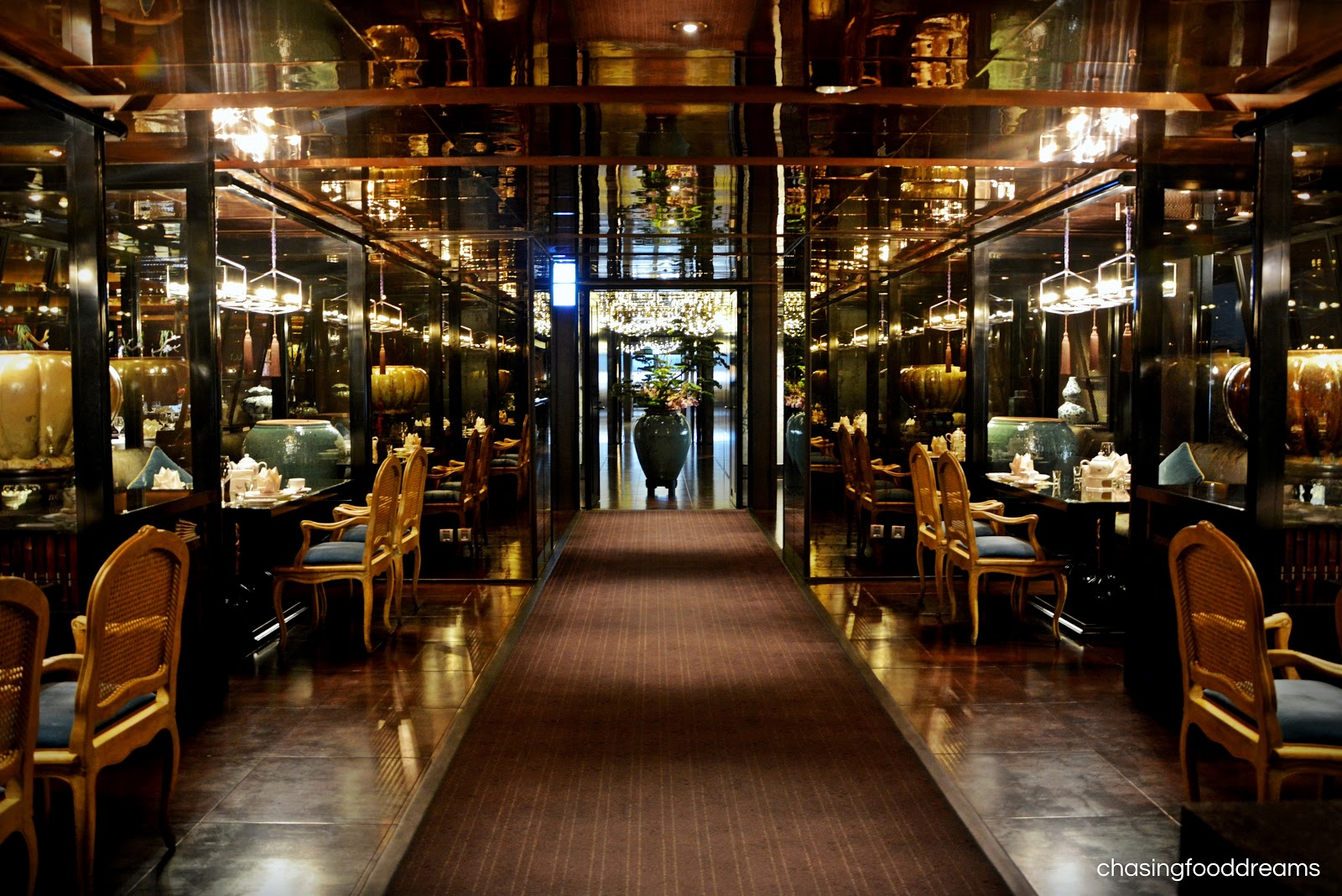 Elegant Round Dining Room Tables