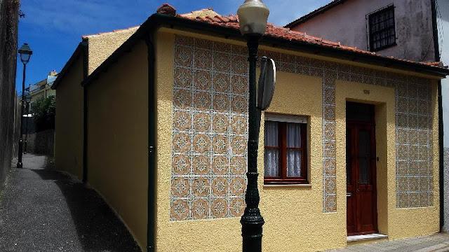casinha com azulejos