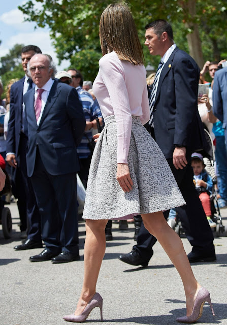 Queen Letizia  attends the opening of Madrid Book Fair at the Buen Retiro Park. Queen letizia wore Boss skirt, Earrings, jewelry, fashion, new dress spring summer fashion