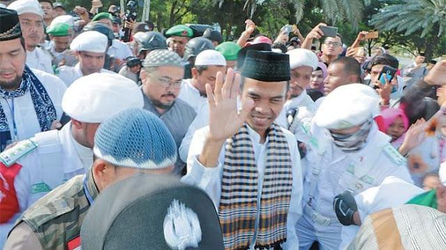 Aksi Tak Terduga Ustaz Abdul Somad Saat Dijemput Menggunakan Halikopter di Lampung