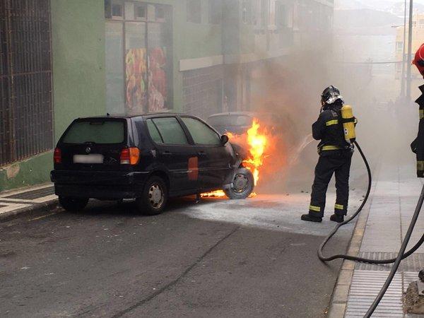 coche incendiado calle Alfaro Las Palmas de Gran canaria
